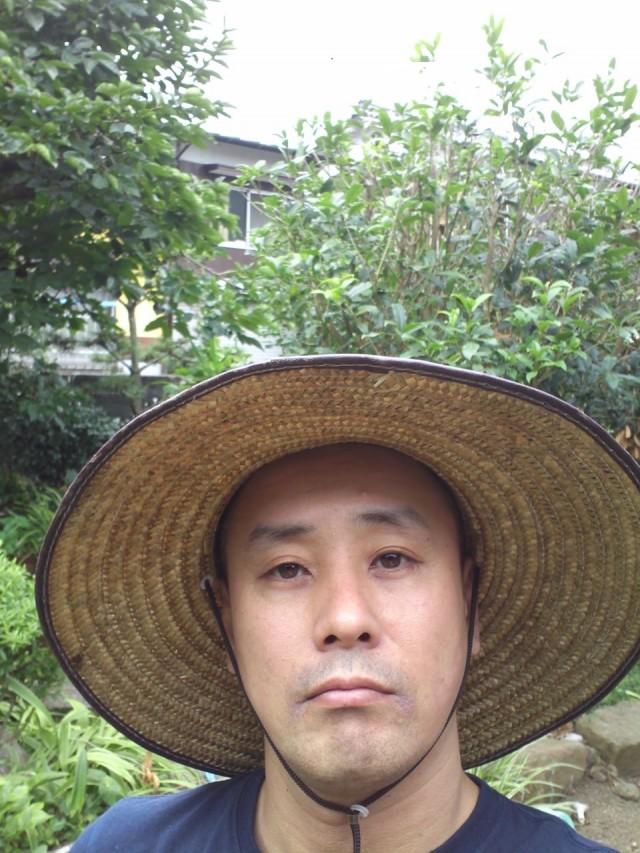 京都のアートユニット・ホンボン地区による新レーベルのリリース形態は、お猪口!?元eastern youthベーシスト・二宮友和によるソロ音源をリリース。