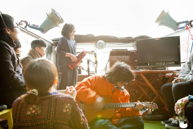 森道市場2016、LIVERARYステージはMCバトルだけじゃない!ICHI、テニスコーツ、小鳥美術館+田中馨、そして蓮沼執太のトークやコラボライブも。