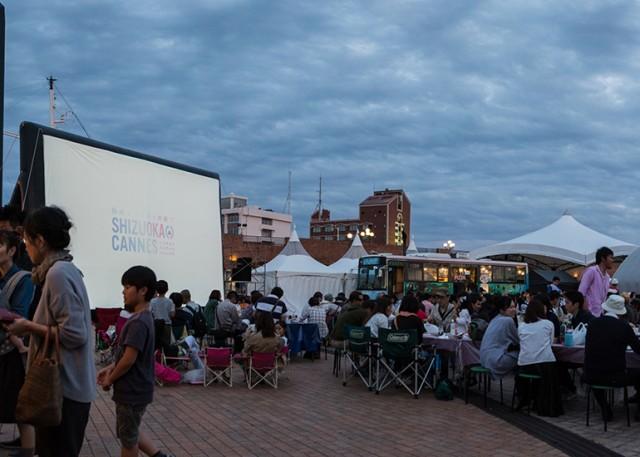静岡は仏・カンヌの姉妹都市だった!?現地の雰囲気味わえる街なか映画祭「シズオカ×カンヌウィーク2016」が開催中。地元店が集うマルシェも。