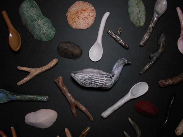 素朴でどこかおかしみのある陶器作品を生みだす、タカノミヤの個展が開催。あゆみ食堂によるスペシャルなパフェも。