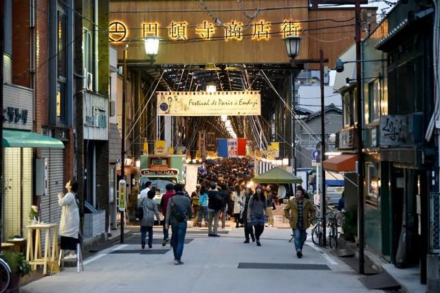 """商店街が""""パリ色""""に染まる、人気マルシェイベント「円頓寺秋のパリ祭」今年も開催。"""
