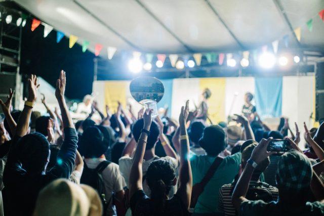 小西康陽、スチャダラ、ヨギー、Suchmos、PSG……名だたるアーティストが多数出演してきた岐阜の名物音楽フェス「OUR FAVORITE THINGS」が10周年記念トークイベントを開催。