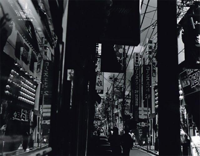長年にわたり都市の姿をモノクロームで撮影し続けてきた写真家・金村修による展示が2会場で開催!