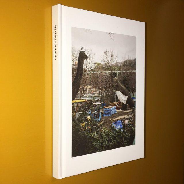 OGRE YOU ASSHOLEの元ベーシスト、Norihito Hiraideが自身初の写真集を出版。個展イベントにシラオカ・小池喬、足立涼を招いたライブ&トークも。