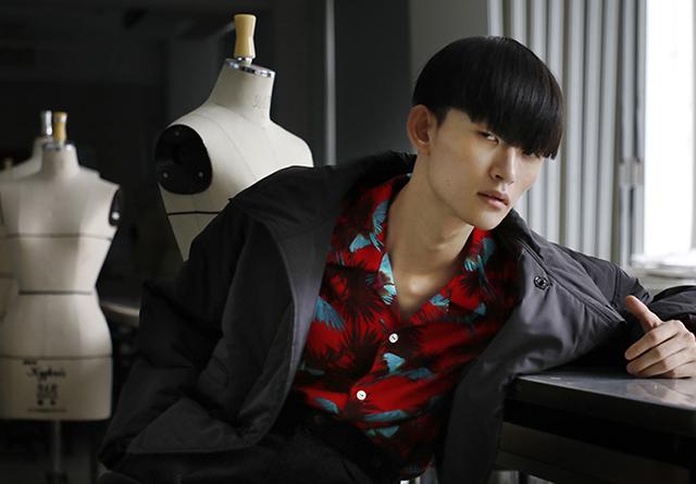 名古屋ファッション専門学校を舞台に撮影された「UNEVEN」の2018AWシーズンビジュアルが公開。