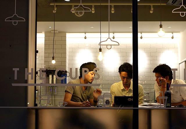 サードウェーブとイタリアンバールの邂逅!? <br/>個性豊かなバリスタ・トリオによる、オルタナティブ・カフェ「THE CUPS」の挑戦。