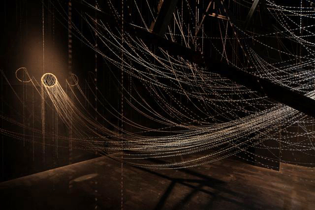 何を「アート」と呼び何を「クラフト」と呼ぶのか。テキスタイル、陶芸、ジュエリーなど7名の作家による展示が開催。