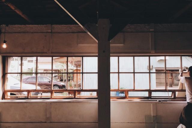 蒲郡のホットスポット「喫茶hiraya」裏に出現した新スペース「uraya」。初企画は、アクセサリーブランド・mauとセレクトショップ・analogの合同展。