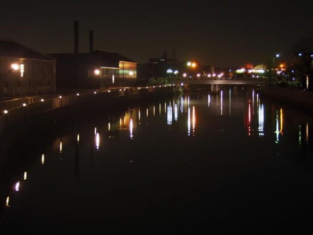 風情あふれる半田市の運河沿いで、光のアートイベントが開催!地酒やフードの出店も多数。