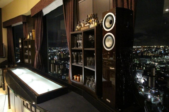 夜景×食事×音楽の全てが上質。ハイグレードな音響体験ができる「PURE AUDIOフェア」をホテル内展望レストランとBARで開催。