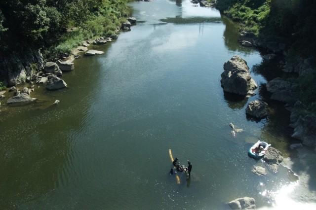 【SPECIAL REPORT:アッセンブリッジ・ナゴヤ2016】<br/>切り出した丸太とともに、川沿いを移動し、港まちに上陸!?<br/>前衛集団・ヒスロムが企てた、壮大なるフィールドプレイ。その②