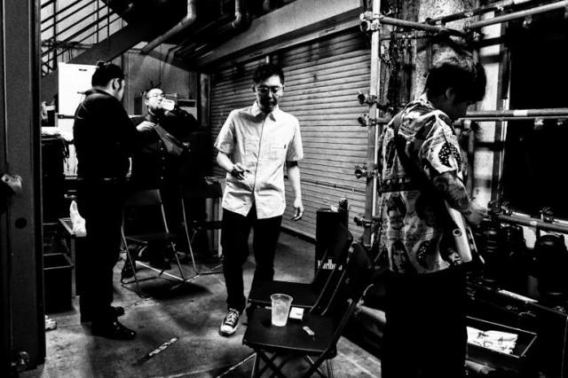 向井秀徳率いるZAZEN BOYS、年末恒例の東名阪ワンマンツアーでクラブクアトロに登場。