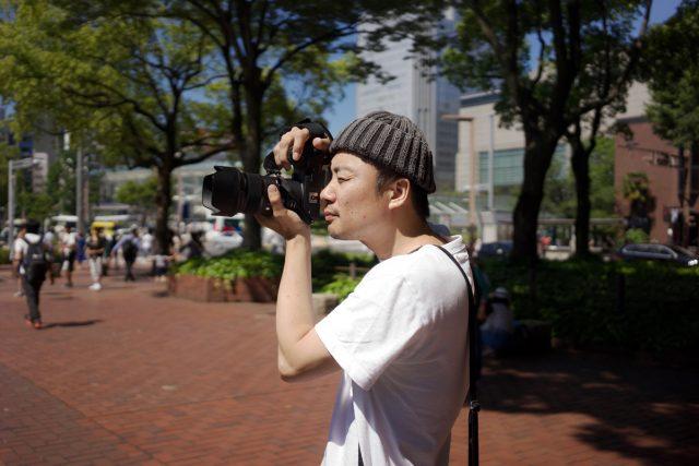 """【SPECIAL INTERVIEW】<br>「きちっと写真史の文脈の上に立てるだけのことをやってるっていう自負はあるし、<br>その意識でやってる」<br>国内外で注目を浴びる写真家・伊丹豪が語る、""""見る""""ことへの執着。"""