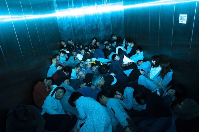 """愛知県出身の写真家・志賀理江子による新作や、「悪魔のしるし」×タートルアイランドによるパフォーマンスも。現代における新たな""""ロマン""""を探る展覧会が開催。"""
