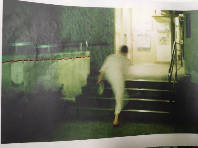 名古屋を中心に活動するフォトグラファー、小川真希による個展が栄で開催。写真に手作業で加工を加えた作品などを展示。
