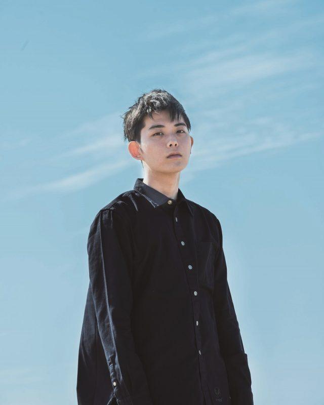 本格派シンガーソングライター・折坂悠太が岐阜・南原食堂にて投げ銭ライブ開催。