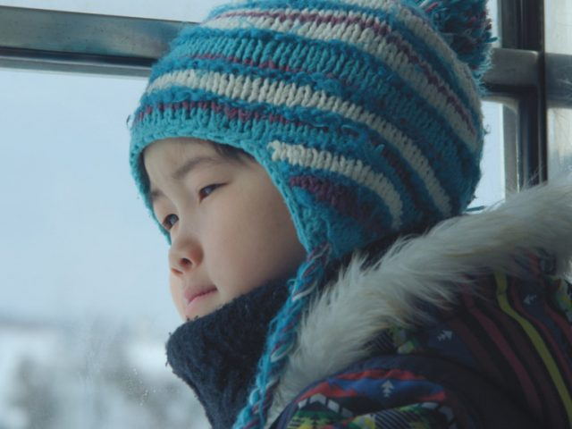 『泳ぎすぎた夜』 : 日仏の若手新鋭監督による、青森を舞台にある少年の冒険を描いた詩的な注目作。
