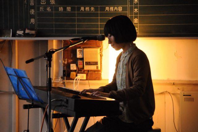 中川理沙(ザ・なつやすみバンド)ら出演のライブのほか、マルシェやヘアショーも。4階建てのビル全てを使った複合型イベント「ZERO」開催。