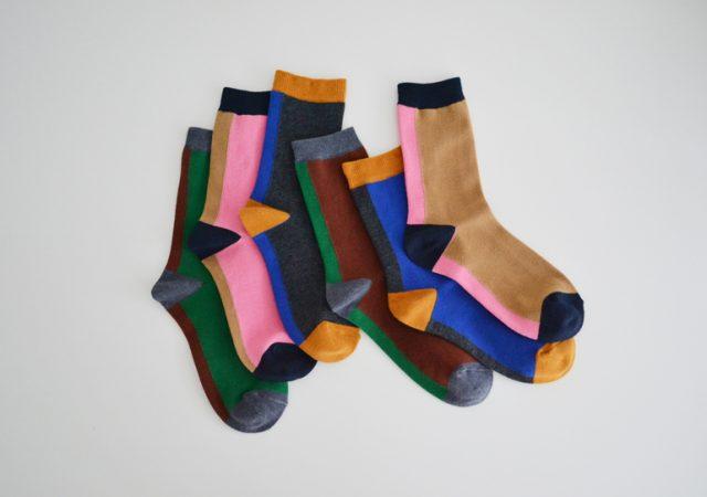 あたたかで履き心地のいい靴下が人気のhacuの展示会が開催!糸編みアクセサリー作家・ AKI NARUJiとのコラボアイテムも。