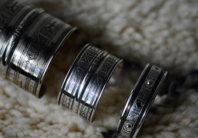 サハラの遊牧民・トゥアレグが作る銀細工を集めた「Bijoux Touareg du Sahara 02」がUNEVENで開催。