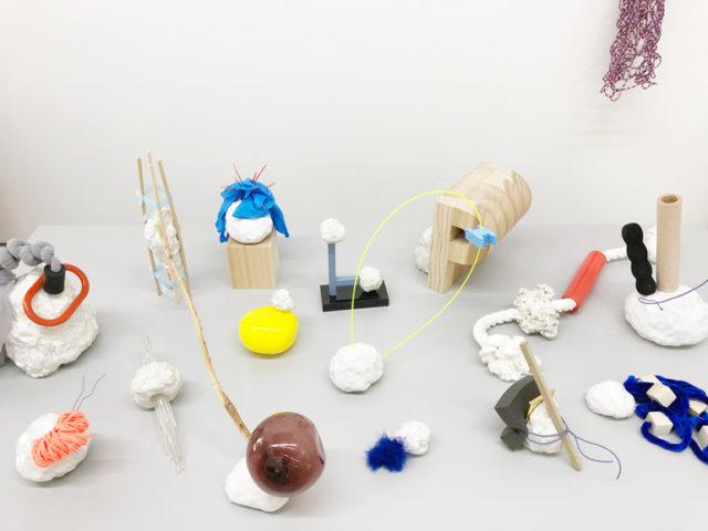 陶器を中心に食器やフラワーベース、アクセサリー、オブジェなど一点一点手作りで制作を行う「Birbira」の個展が開催中!