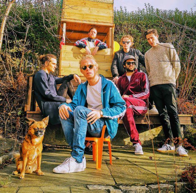 ノルウェー発のインディーポップバンド・Kakkmaddafakka(カックマダファッカ)が待望の初来日ツアーを敢行。名古屋公演は池下CLUB UPSETにて。