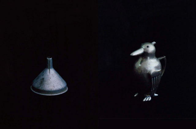 """雑誌、広告などを中心に活躍中の写真家、白石和弘による""""ふるいものたち""""を撮影した写真展が開催。『HUgE』『&Premium』の編集を手掛けてきた柴田隆寛とのトークイベントも。"""