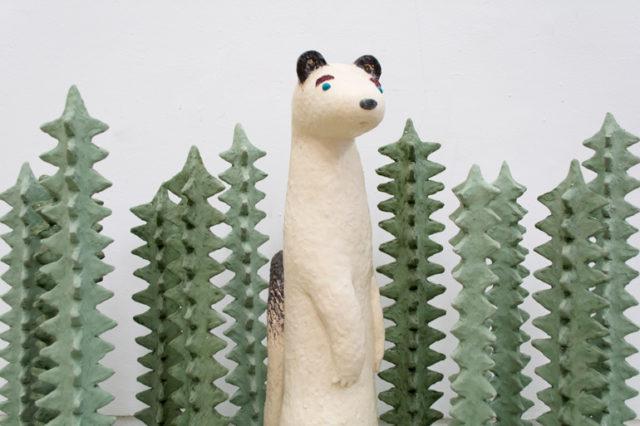 動植物をモチーフにした作品を中心に発表するアーティスト、長田沙央梨による個展が開催。
