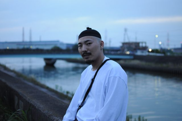 【REVIEW】twitterで公開されたshort ver.が2日で12000再生を記録!話題の愛知在住ラッパー・YNG JOE$の新MVが急遽公開に。監督は仙人掌、KOJOEなどを手がけるIkuo Yamamoto。