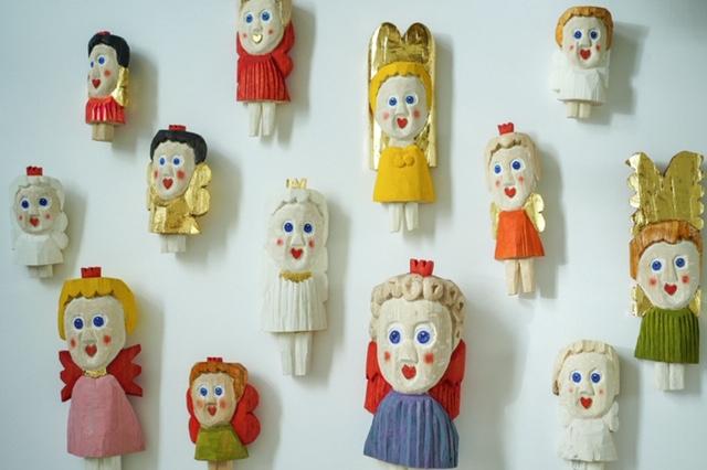 スウェーデンの木彫作家・Sverker Eklundによる木彫オブジェの展示「girls」が、名古屋のセレクトショップcontにて開催。オリジナルグッズやドリンクの販売も。