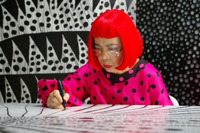 『草間彌生∞INFINITY』: 唯一無二の芸術家、草間彌生の知られざるドラマティックな人生に迫るドキュメンタリー。