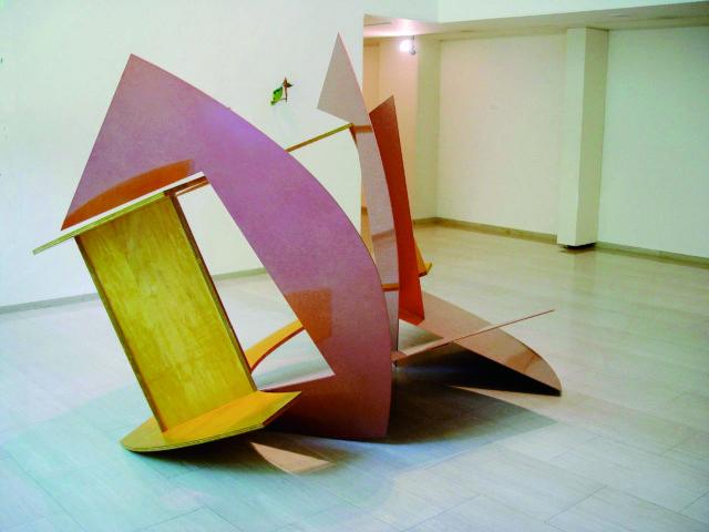 彫刻、絵画、建築、映像……多面的な作品を発表してきた造形作家・岡崎乾二郎の大規模個展が、豊田市美術館ほぼ全館を使用し開催。