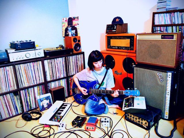 名古屋拠点の女性SSW・BLUEVALLEYが7inchリリース発売記念ライブを大須のRECORD SHOP ANDYにて開催。