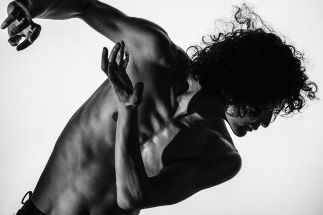 国内外で活躍するダンサー/振付師・鈴木ユキオ、ドラマー・和田晋侍(DMBQ、巨人にゆえにデカイ)、Gofish、ind_fris出演。田辺舞によるダンス×音楽企画「NOiDANSE」が栄で開催。