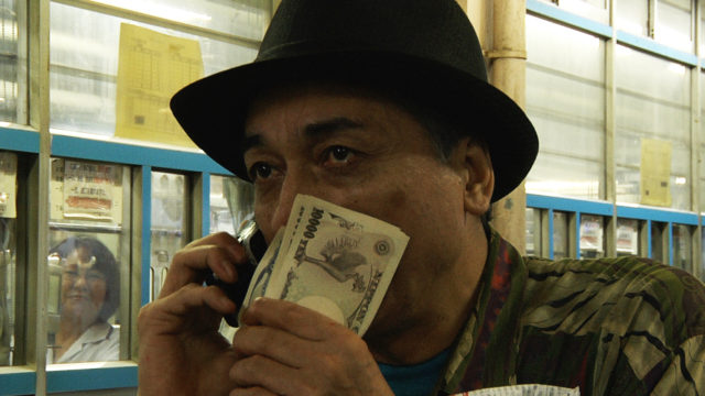 『どこへ出しても恥かしい人』: いまもなお歌手、画家、詩人としてカルト的人気を誇るアーティスト、友川カズキ。 その競輪に狂う日々を記録したドキュメンタリー。
