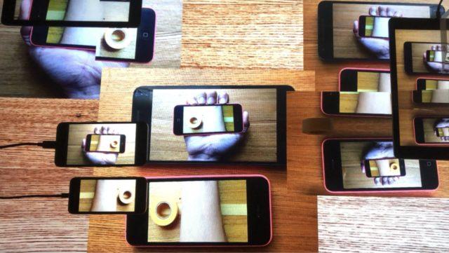 不思議な「からだの錯覚」をテーマに研究を行う、名古屋市立大学芸術工学部・小鷹研究室の展示が開催。メディアアーティスト・谷口暁彦、インタフェース研究者・水野勝仁登壇のトークイベントや錯覚WSも。