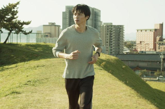 『草の響き』: 「そこのみにて光輝く」「きみの鳥はうたえる」などの原作で知られる夭逝の作家・佐藤泰志の同名小説を東出昌大主演で映画化。